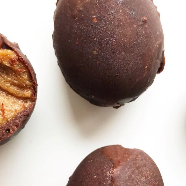 Sjokoladeegg-med-karamellfyll-soma