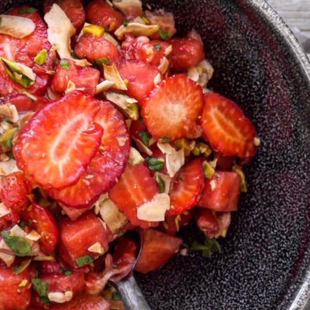 Uke-24-Ourkitchenstories-Jordbær-og-melonsalat