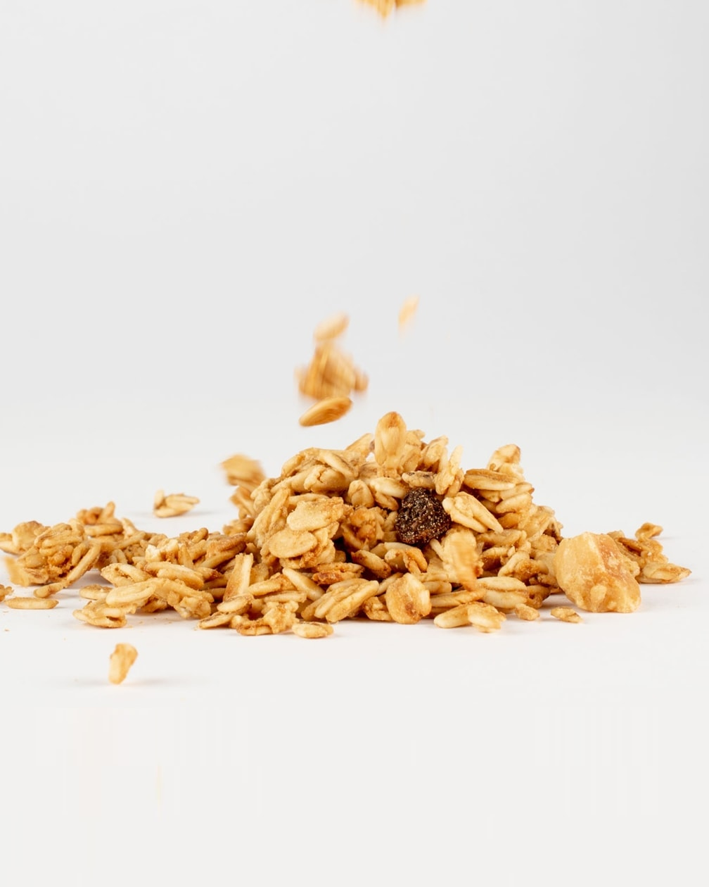 1951_Crunchy-Granola_Hasselnot_Russin_Detail_1260px